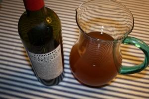 En frugtagtig, tør rødvin er perfekt til denne essens